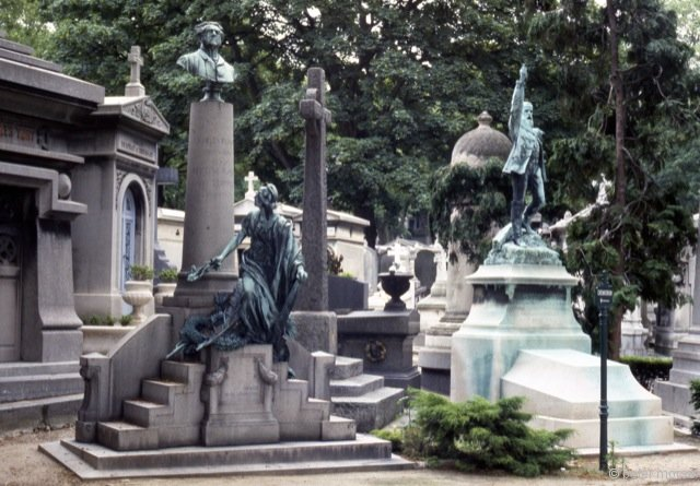 [left] Tomb of Charles and Hortense Flood (Sculptor Unknown); [Right] Tomb of Anatole de la Forge (1820-92) by Louis-Ernest Barrias (1841-1905), Bronze, 1893.